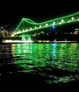Storey Bridge green lights at night
